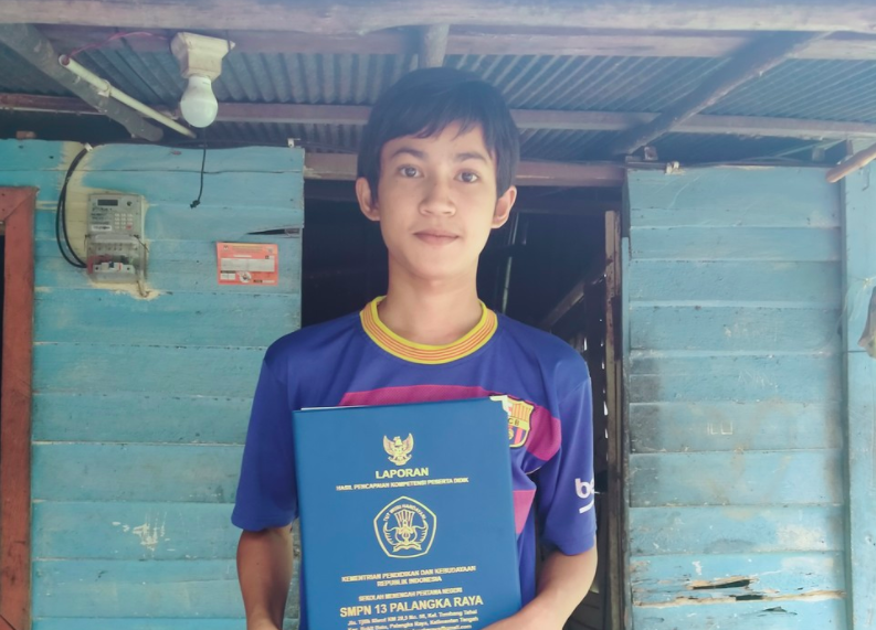 Meet Panji, he is one of millions in Indonesia who are facing difficulties to follow learning from home amid the current pandemic.